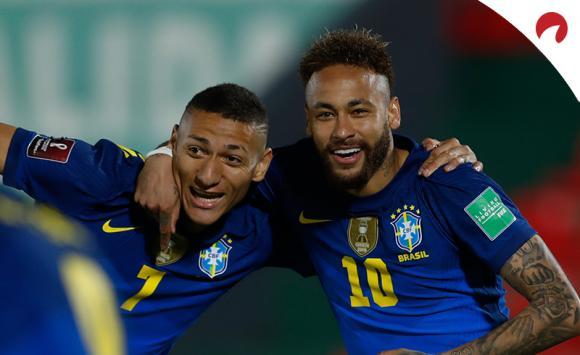 Neymar (derecha) liderará a Brasil, principal favorito en las cuotas de la Copa América 2021