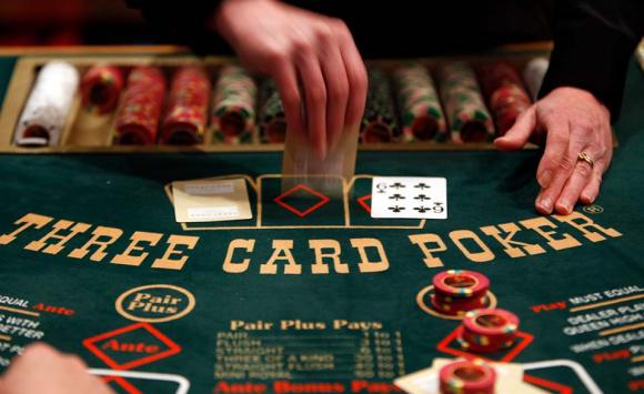 Learn how to play blackjack with Online Casino at Odds Shark.