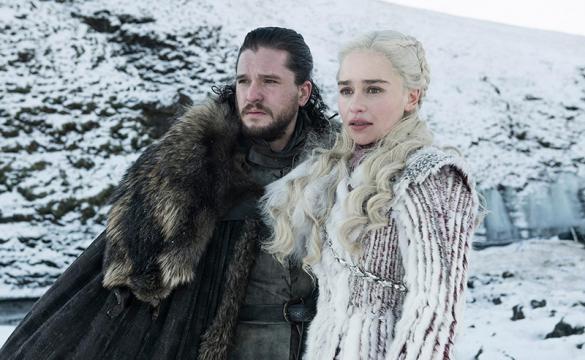 Jon Snow e Daenerys Targaryen no seriado Game of Thrones