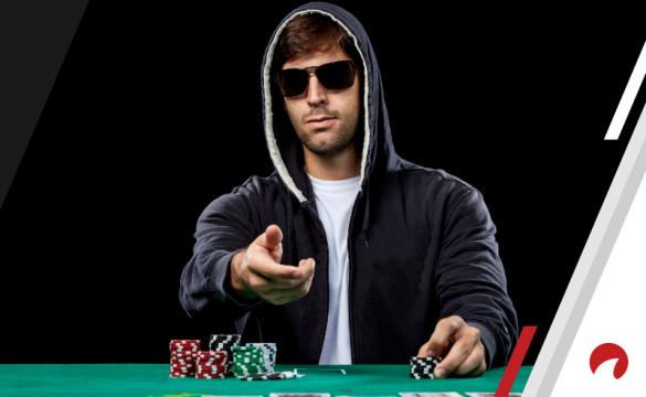 Poker player with a tell