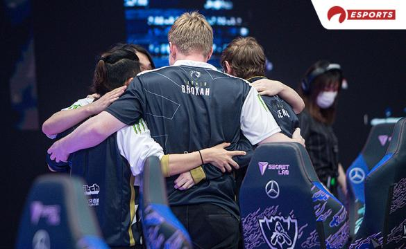 Team Liquids celebrates after defeating MAD Lions at Worlds 2020.