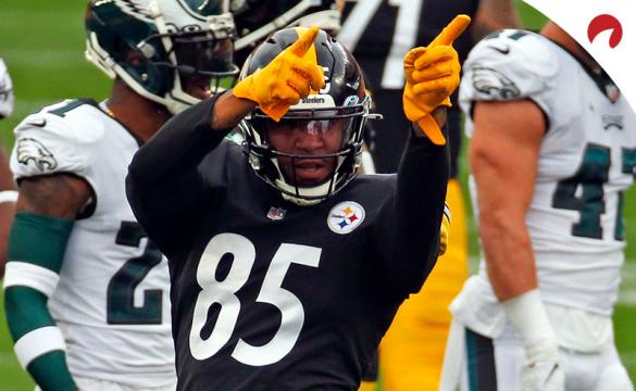 Eric Ebron of the Pittsburgh Steelers celebrates after catching a touchdown pass.
