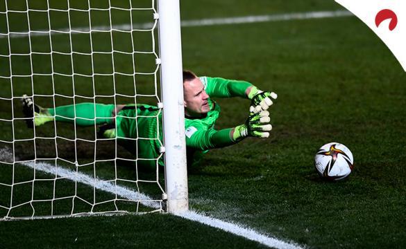 Ter Stegen detiene un penalti en la Supercopa de España 2021 que permite al Barcelona medirse en la final ante Athletic Club