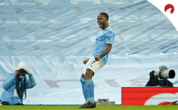 Raheem Sterling celebra un gol con la camiseta del Manchester City