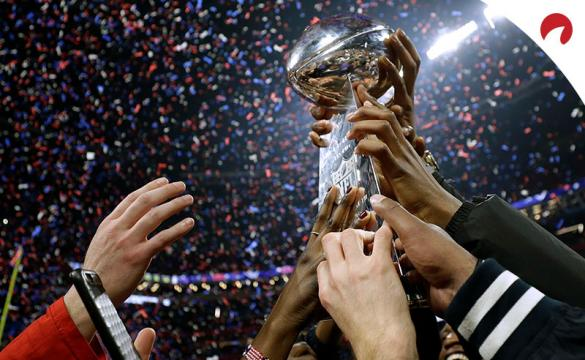 The Kansas City Chiefs raise the Lombardi Trophy after winning Super Bowl 54.