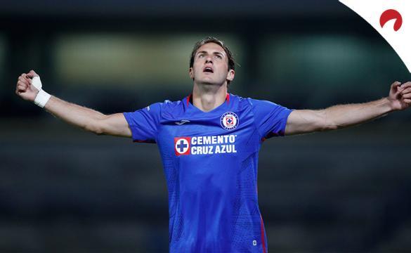 Santiago Giménez celebra un gol antes del próximo Pachuca Vs Cruz Azul