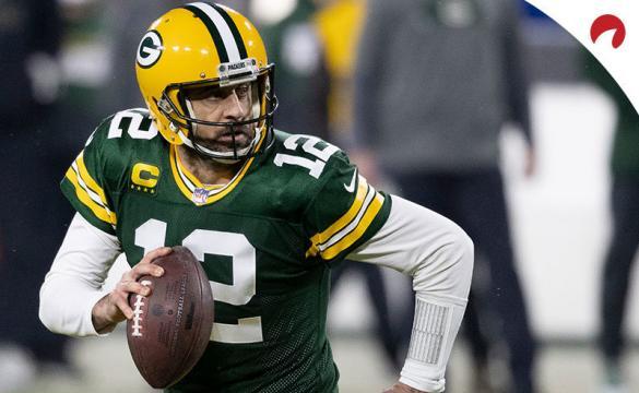 Aaron Rodgers corre con la pelota en el duelo previo al próximo Green Bay Packers Vs Tampa Bay Buccaneers