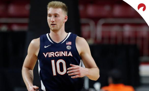 Forward Sam Hauser and the Virginia Cavaliers go into their Monday night contest against the Syracuse Orange as solid favorites in NCAAB betting odds.