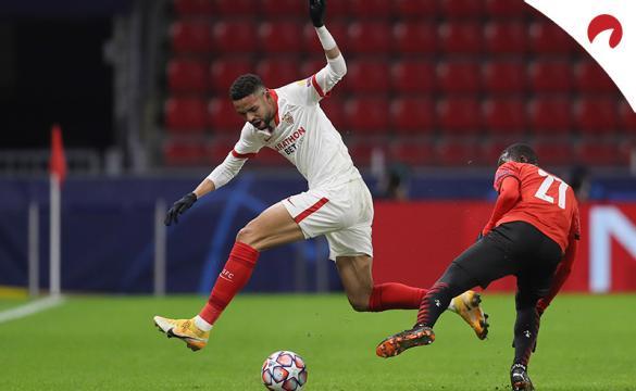 Youssef En-Nesyri disputa un balón en un partido previo al próximo Sevilla Vs Valencia