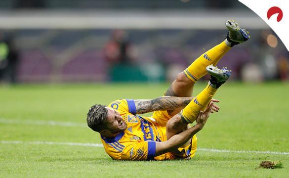 Andre-pierre Gignac se queja de un golpe en un partido previo al Tigres UANL Vs Necaxa del Guardianes 2021