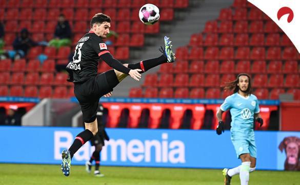 Lucas Alario controla un balón en un partido previo al próximo RB Leipzig Vs Bayer Leverkusen