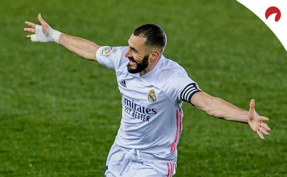 Benzema celebra un gol en un partido previo al Real Madrid Vs Levante de LaLiga Santander