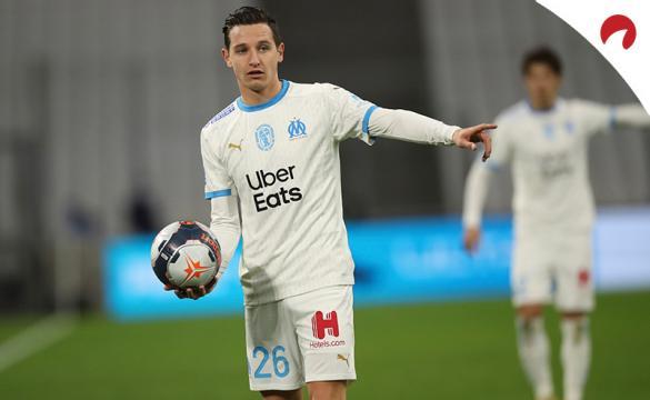 Florian Thauvin sujeta el balón en un partido previo al próximo Marsella Vs Rennes