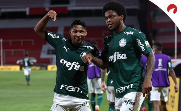 Los jugadores del el Verdao celebran un gol en un partido previo al próximo Palmeiras Vs Santos