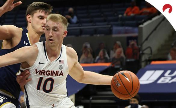 Sam Hauser's (right) Cavaliers are favored in the UNC vs Virginia odds.