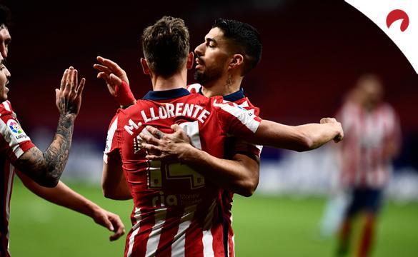 Luis Suárez y Marcos Llorente celebran un gol. Conoce las nuevas cuotas para el Atlético de Madrid Vs Levante de LaLiga.