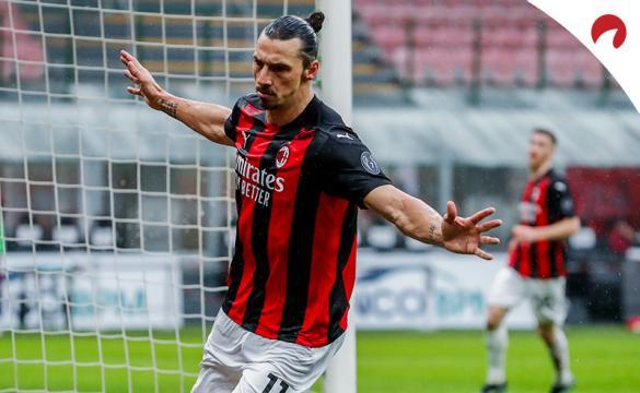 Ibrahimovic celebra un gol abriendo sus brazos. Conoce las cuotas para el AC Milan Vs Inter de la Serie A TIM.