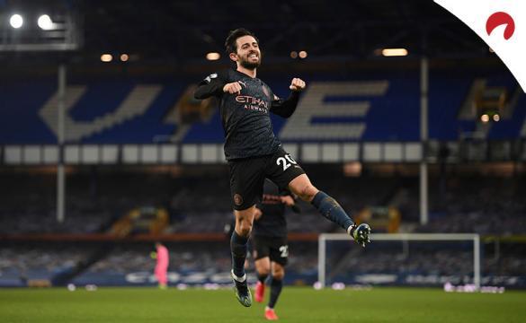 Bernardo Silva salta para celebrar un gol. Conoce las cuotas del Arsenal Vs Manchester City de la Premier League.