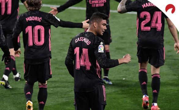 Casemiro aprieta el puño tras celebrar un gol. Conoce las cuotas para el Atalanta Vs Real Madrid de la Champions League.