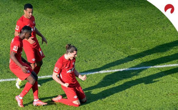 Marcel Sabitzer se arrodilla para celebrar un gol. Apuesta en el RB Leipzig Vs Mönchengladbach con nuestro análisis.