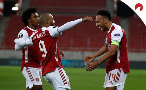 Pierre-Emerick Aubameyang celebra un nuevo gol con sus compañeros. Conoce aquí las cuotas del Leicester City Vs Arsenal.