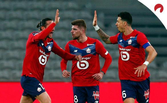 Los jugadores del Lille celebran un gol. Conoce las cuotas y pronósticos para el Lille Vs Marsella de la Ligue 1.