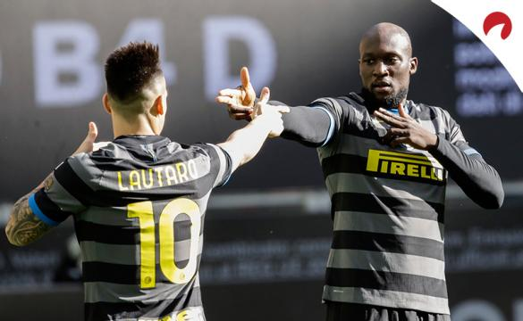 Lautaro Marínez y Lukaku celebran un gol como si fueran pistoleros. Conoce las cuotas del Inter Vs Atalanta aquí.