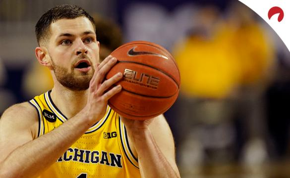 Hunter Dickinson's Wolverines are favored in the Michigan vs Michigan State odds.