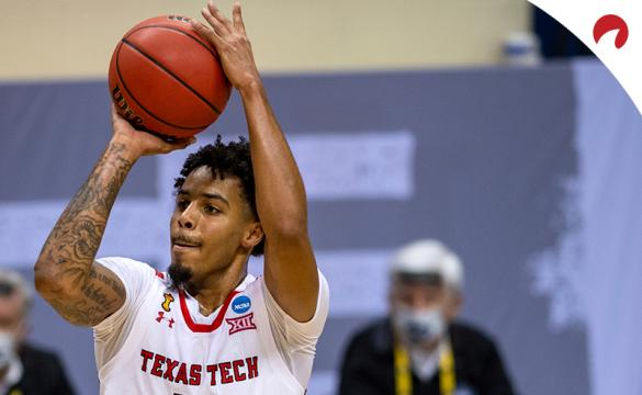 Kyler Edwards' Red Raiders are favorites in the Texas Tech vs Arkansas odds.