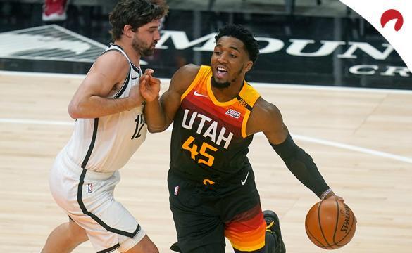 Donovan Mitchell trata de penetrar a canasta. Conoce las cuotas para el Jazz Vs Grizzlies de la NBA
