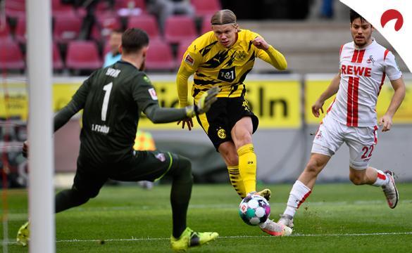 Erling Haaland dispara a puerta. El jugador es protagonista en las cuotas del Borussia Dortmund vs Eintracht Frankfurt.