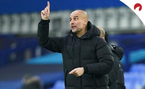Pep Guardiola levanta un dedo para dirigir al equipo. Conoce las cuotas del Leicester City vs Manchester City.