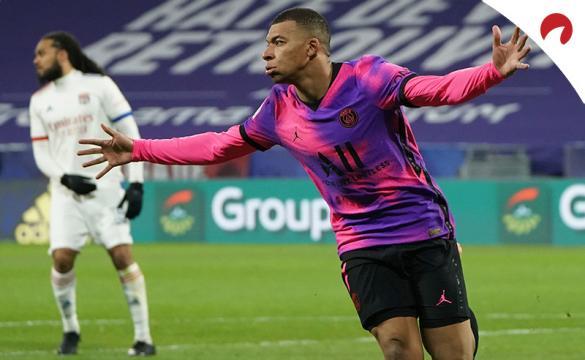 Kylian Mbappe celebra un nuevo gol con la camiseta del PSG. Conoce las cuotas y pronósticos del PSG vs Lille