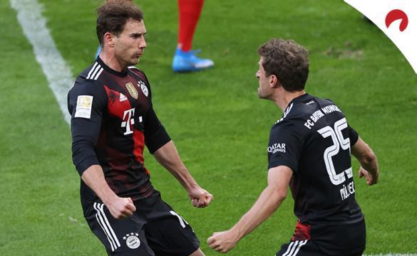 Leon Goretzka celebra gol con Müller. Conoce las cuotas y pronósticos del Bayern Múnich Vs PSG