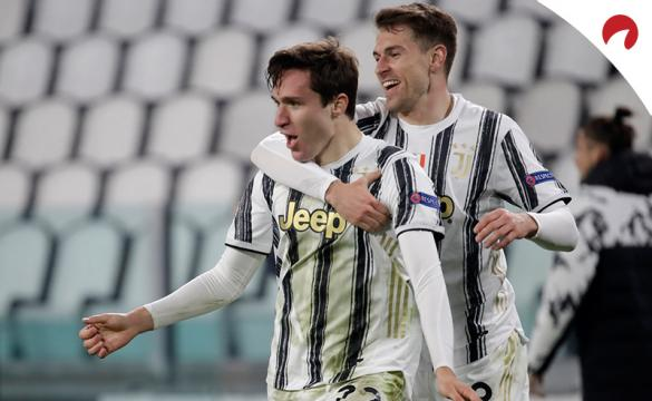 Federico Chiesa celebra un gol con Ramsey. Conoce las cuotas del Juventus Vs Napoli.
