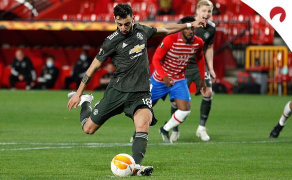 Bruno Fernandes lanza un penalti. Descubre las cuotas del Tottenham Vs Manchester United.