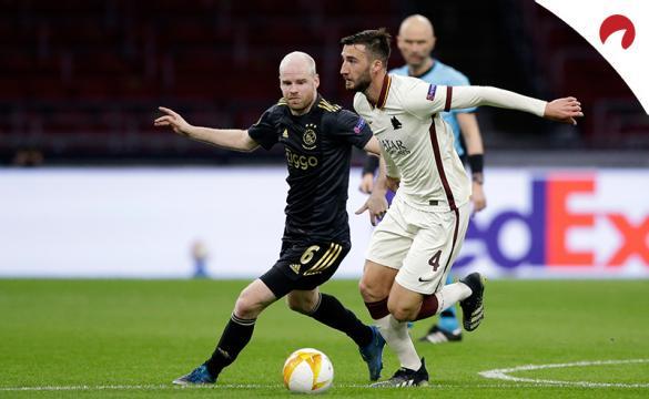 Davy Klaassen y Bryan Cristante pelean por un balón. Conoce las cuotas del Roma Vs Ajax