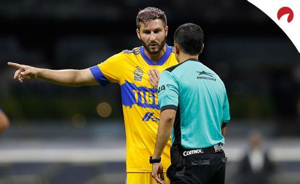André-Pierre Gignac discute con el árbitro. Conoce las cuotas del Pumas UNAM Vs Tigres UANL