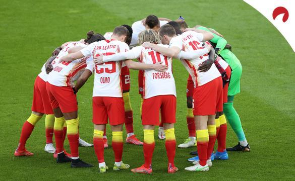 Los jugadores del Leizig hacen un corro. Conoce las cuotas del RB Leipzig Vs Hoffenheim