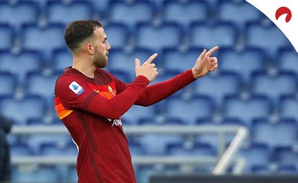 Borja Mayoral dispara con sus manos para celebrar un gol. Conoce las cuotas del Roma Vs Atalanta.