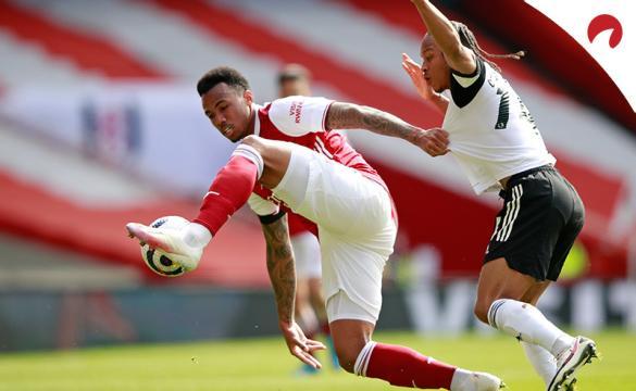 Gabriel dos Santos defiende un balón ante un rival. Conoce las cuotas de este Arsenal Vs Everton.