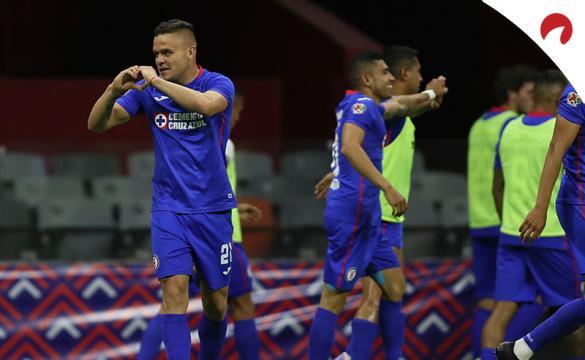 Jonathan Rodríguez celebra un gol mirando a la grada. Conoce las cuotas del Toluca Vs Club América.