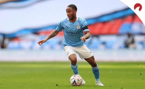 Raheem Sterling concude un balón. Jugador clave en las cuotas del Manchester City Vs Tottenham.