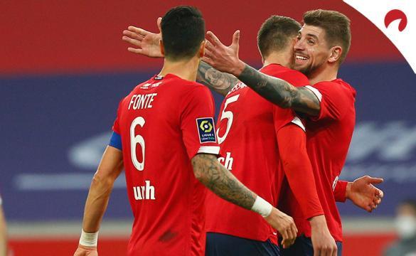 Jonathan David celebra un gol con sus compañeros. Conoce las cuotas del Lyon Vs Lille