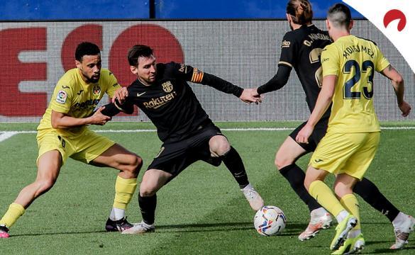 Lionel Messi controla el balón ante varios rivales. Conoce las cuotas del Barcelona Vs Granada.