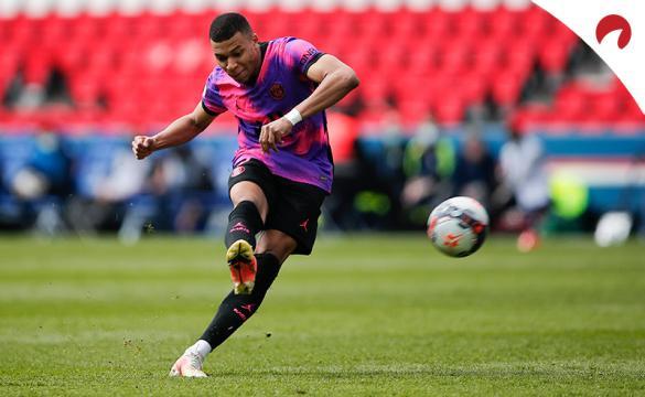 Mbappé dispara a portería. El delantero será determinante en las cuotas del PSG Vs Manchester City.
