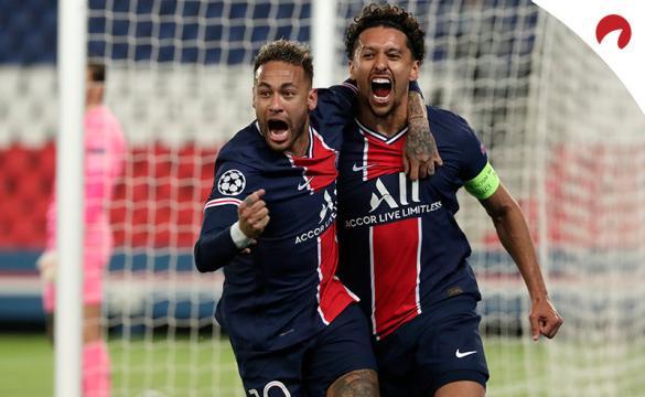 Marquinhos (derecha) y Neymar celebran un gol. Conoce las cuotas del PSG Vs Lens