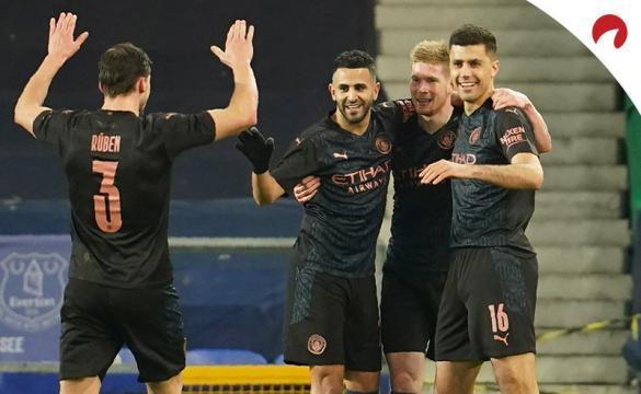 Los jugadores del Manchester City celebran un gol. Conoce los pronósticos del Manchester City Vs Chelsea.