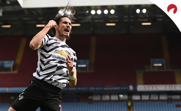 Cavani celebra un gol saltando con el puño en alto. Conoce los pronósticos del Manchester United Vs Leicester City.