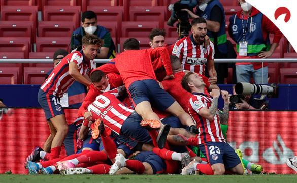 Jugadores del Atlético celebran el gol del triunfo ante Osasuna. Conoce los pronósticos del Valladolid Vs Atlético de Madrid.